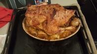 Chapon de Noël farci à la forestière (chair à saucisse, dinde, champignons), pommes de terre et girolles